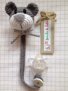 ♥Beautiful Crochet Work By El Gancho De Lola Pacifier Cat Marque-pages Au Crochet, Crochet Mignon, Crochet Baby Toys, Crochet Amigurumi, Love Crochet, Crochet For Kids, Amigurumi Patterns, Crochet Animals, Baby Knitting