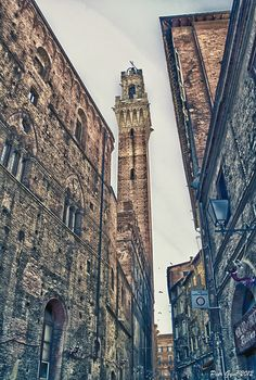 Torre del Mangia bell tower Siena, Tuscany, Italy via flickr