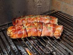 Filet mignon with mustard and country ham grilled on the barbecue - Pctr UP Grilling Gifts, Grilling Recipes, Pork Recipes, Cooking Recipes, Chefs, Bbq Party, Barbecue Grill, Barbacoa, Pork Ribs