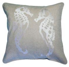 almofada cavalo marinho bordada em caqui - Kasa 57