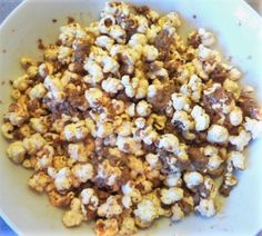 Discover these five simple healthy cinema snacks recipes from WatchFit Expert Pollyanna Hale. Kino Snacks, Peanut Butter Popcorn, Oatmeal, Snack Recipes, Healthy Eating, Homemade, Breakfast, Food, The Oatmeal