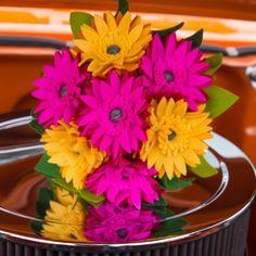 Gerbera Boeket, felt wedding, felt wedding bouquet   viltbloemist Gerbera, Felt Flowers, Wedding Bouquets, Wedding Day, Plants, Paper Flowers, Felting, Felted Flowers, Pi Day Wedding