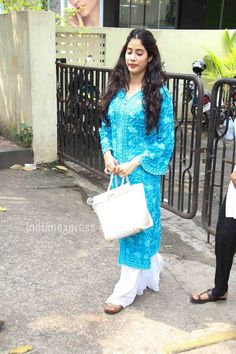 Jhanvi Kapoor's simple salwar kameez and kurtas will inspire you to go 'desi' Simple Kurta Designs, Kurta Designs Women, Stylish Dress Designs, Pakistani Dresses, Indian Dresses, Indian Outfits, Casual Indian Fashion, Indian Designer Suits, Celebrity Style Inspiration