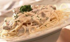 Espaguete ao molho de cream cheese com tiras de carne                                                                                                                                                      Mais