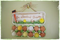Calendrier pascal par Les p'tites decos de Lolo Deco Table, Menu Planning, Easter Crafts, Pot Holders, Christmas Ornaments, Holiday Decor, Home Decor, Album, Holidays