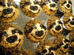Haha for your birthday! Gf Recipes, Sweet Recipes, Sloth Cakes, Cupcake Cakes, Cupcakes, Holiday Snacks, Fancy Cookies, Birthday Treats, Party Cakes
