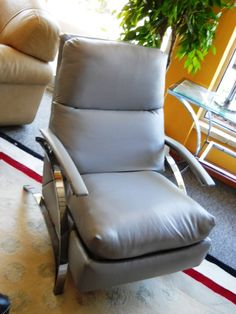 Awesome Contemporary Leather Recliner Gently Used Furniture.  Www.pastperfectconsignment.com #usedfurniture#recliner