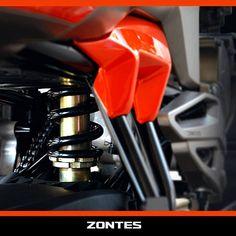 Zontes S250'in süspansiyon sistemi seni yormayacak şekilde yol, şasi, denge ve güvenlik unsurları en üst seviyede tutularak dizayn edildi. Arka süspansiyonda kullanılan mono-shock sistemi ile yoldan gelebilecek darbeler absorbe edilerek, rahat ve konforlu sürüşler sağlandı.  www.zontes.com.tr