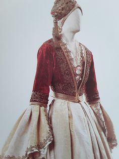 Greek Traditional Dress, Traditional Outfits, Medieval Clothing, Historical Clothing, Funky Outfits, Pretty Outfits, Pagan Fashion, African Print Fashion, Folk Costume