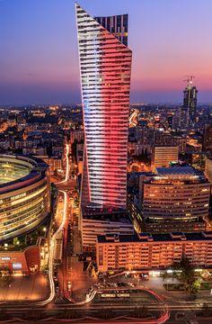 ZŁOTA 44 building at nigh #Złota44 #Warsaw #Poland #Libeskind #architecture #skycraper #citycenter