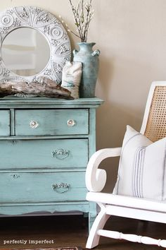 shabby chic - love the dresser.not crazy about this particular shade of blue Diy Furniture Hacks, Furniture Projects, Furniture Makeover, Diy Projects, Furniture Stores, Home Goods Decor, Home Decor, Vintage Dressers, My New Room