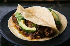 Slow Cooker Mexican Pulled Pork from Simply Recipes; love everything about this recipe and it's perfect for a Slow Cooker Summer Dinner that won't heat up the house. [via Slow Cooker from Scratch] Mexican Pulled Pork, Pulled Pork Tacos, Pulled Pork Recipes, Mexican Tacos, Slow Cooker Recipes, Crockpot Recipes, Cooking Recipes, Slow Cooking, Tacos Au Porc