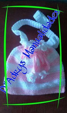 Morralito sencillo para niña con jareta. Tejida en rosa pastel con blanco y flores en la jareta.