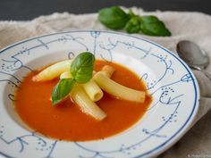 Kyllingsuppe - Hyggelig mat Thai Red Curry, Panna Cotta, Ethnic Recipes, Food, Dulce De Leche, Essen, Meals, Yemek, Eten