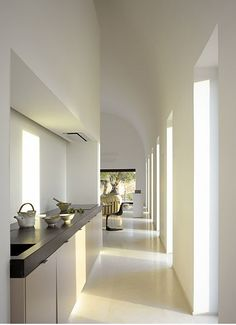Kitchen inside a villa in Ibiza by French architect Pascal Cheikh Djavadi. Interior Exterior, Kitchen Interior, Interior Architecture, Interior Design, Küchen Design, House Design, Minimalist Design, Minimalist Kitchen, Minimalist Decor
