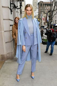 """10 new celebrity outfits that don't feel """"over"""" - .- 10 new celebrity outfits that don't feel """"past"""" – – - Celebrity Outfits, Celebrity Look, Beige T Shirts, Monochrome Outfit, Wide Leg Denim, Layering Outfits, Looks Chic, Thanksgiving Outfit, Colourful Outfits"""