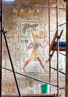 "https://flic.kr/p/AEuFaM | Luxor Temple: Room XI, Barque Sanctuary | The King performed the ""Ruderlauf"" a ritual run with an Oar and the ""He pet"" towards Hathor"