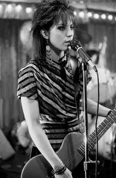 Joan Jett playing the Les Paul Melody Maker