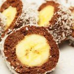 Banana in ciocolata - Agendautila Yami Yami, Cake Recipes, Dessert Recipes, Romanian Food, Xmas Food, Food Cakes, Restaurant Recipes, Kids Meals, Cheesecake