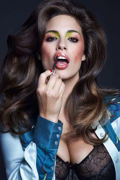 Ashley Graham - modelka, która mogliście zobaczyć w bieliźnianej sesji marki Elomi. Harpers Bazaar, May 2014  fot. Johnny DuFort