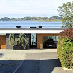 Innrammet av trær og med panoramautsikt over historiske Hafrsfjord, har arkitekt Tommie Wilhelmsen tegnet en bolig de fleste av oss bare kan drømme om.