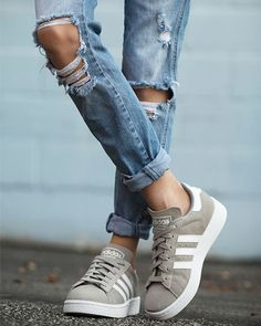 Style rules for wearing jeans with sneakers - Sporteluxe