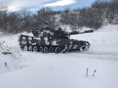 Greek Leopard during a winter exercise. Plan Wallpaper, Ipad Air Wallpaper, Travel Hairstyles, Army & Navy, Sports Art, Background S, High Quality Images, Greek, Military