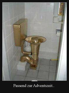 A Tuba urinal. Construction Fails, Bathroom Humor, Bathroom Toilets, Bathroom Accessories, Plumbing, Funny Pictures, Cool Stuff, Home Decor, Jokes