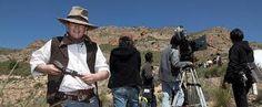Orson West.  Un equipo de cine llega a un pueblo de la frontera de Alicante para rodar un western, hecho que cambiará la rutina de los habitantes de la zona, y especialmente de un grupo de niños.