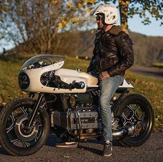 """bikebound: """"Hell of a Brick! Anybody know the builder / photographer? BMW 2002 + airhead…Another great looking . Moto Cafe, Cafe Bike, Bmw Cafe Racer, Cafe Racer Motorcycle, Motorcycle Style, Women Motorcycle, Motorcycle Gear, K100 Bmw, R80"""
