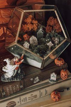 Casa Halloween, Holidays Halloween, Spooky Halloween, Halloween Crafts, Happy Halloween, Halloween Party, Halloween Village, Spooky Decor, Diy Halloween Decorations