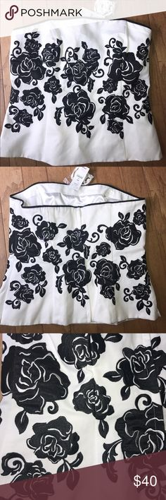 """🖤WHITE HOUSE BLACK MARKET🖤BUSTIER W/STRAPS🖤 This is a NEW WITH TAG White House Black market floral bustier with detachable straps. Embroidered rose pattern. Back hidden zipper. Eye and  hook closure. Fully lined. 74% cotton 26% polyester embroidery 100% rayon appliqué 100% polyester lining 100% polyester. Measured flat bust 17"""" waist a little over 16"""" length 16"""" White House Black Market Tops"""