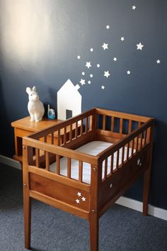 sweet little crib and stars