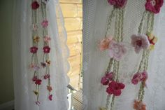 Cherry Heart: Welcome: Garden Curtain Ties...Would make a pretty necklace!..free pattern!