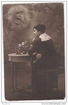 """Carte Postale Ancienne """"En attente de mari"""" Photo, L. Courbet Paris, France."""