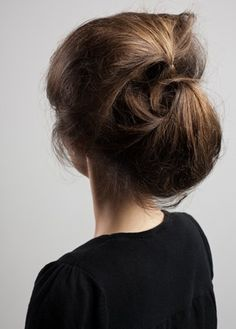 Stap 2 - The Easy Updo - How to - Beauty - GLAMOUR Nederland...this reminds me of Audrey Hepburn