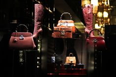 Gucci - Milão - Itália #gucci #milão #milan #itália #italy #vm #visualmerchandising #shopwindow #windowsdisplay #vitrine #varejo #retail #retaildesign