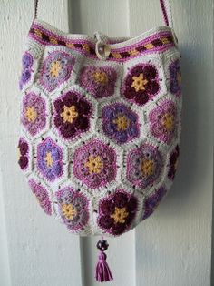 VickeVira African Flowers Bag By Mia Dehmer / VickeVira - Purchased Crochet Pattern - (ravelry)