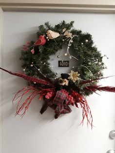 Diy Flowers, Christmas Wreaths, Holiday Decor, Home Decor, Christmas Garlands, Homemade Home Decor, Holiday Burlap Wreath, Decoration Home, Interior Decorating