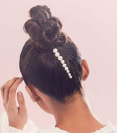 These Gorgeous Hair Accessories Are Perfect for Your Wedding Day beste Hochzeit Haarschmuck: Jen Atkin x Chloe + Isabel Pearl Pin Set Bobby Pin Hairstyles, Scarf Hairstyles, Braided Hairstyles, Wedding Hairstyles, Cool Hairstyles, Bridal Hairstyle, Hair Scarf Styles, Curly Hair Styles, Hair Accessories For Women