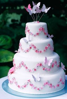 As a way to make a unique statement on your wedding day, butterfly wedding cakes can be a beautiful and memorable choice. Butterfly wedding cakes are a different Gorgeous Cakes, Pretty Cakes, Cute Cakes, Amazing Cakes, Wedding Cake Decorations, Wedding Cake Designs, Wedding Cakes, Wedding Gowns, Butterfly Wedding Cake
