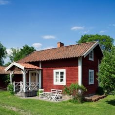 Swedish Cottage, Red Cottage, Swedish House, Cottage Homes, Leavenworth Cabin, Tiny House, Small Cottages, Tiny Cabins, H & M Home