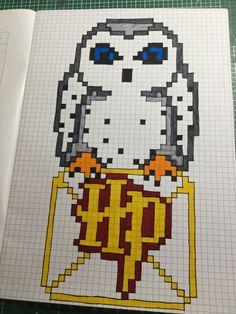 Hedwig als Pixel art, wie findet ihr ihn? Schreibt mir gerne unter Leana2009. Gerne auch Bilder vorschlagen, ich kümmere michdarum. VERSPROCHEN. Drawings To Trace, Graph Paper Drawings, Graph Paper Art, Art Drawings Sketches Simple, Cute Drawings, Pixel Art Harry Potter, Cross Stitch Harry Potter, Pixel Art Animals, Modele Pixel Art