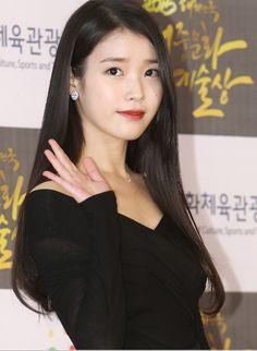 JTBC 예능프로그램 '효리네 민박'에 아이유가 깜짝 게스트로 출연할 예정이