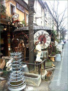 Antiquing in Isle sur la Sorgue, France