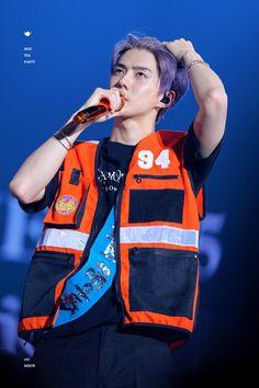 """i loveee him so much! Kpop Exo, Exo Chanyeol, Kyungsoo, Exo Concert, Exo Ot12, My Boo, Exo Members, Celebrity Dads, Celebrity Style"