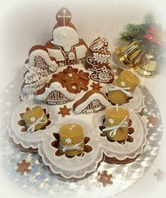 Adventní svícen 3D Gingerbread Village, Gingerbread Cookies, Biscuit Cookies, Advent, Icing, Bakery, Food And Drink, Christmas, Biscuits