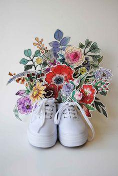Arreglo de flores pintadas y caladas a mano por Jo Jiménez para la marca de zapatillas Keds Keds, Jaba, Superga, Sneakers, Fashion, Painted Flowers, Slippers, Art, Tennis
