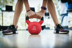 From skater squats to kettlebell swings, here are some of the best exercises you can use to tone your legs, glutes, and calves. Leg Training, Kettlebell Training, Kettlebell Swings, Kettlebell Circuit, Best Leg Workout, Kettlebell Challenge, Benefits Of Exercise, Kettlebell Benefits