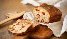 Σπιτικό ψωμί με λιαστή ντομάτα